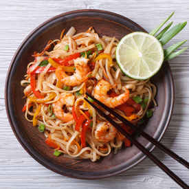 foto of shrimp  - Delicious rice noodles with shrimp and vegetables close - JPG