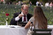 NEW YORK - SEPT 11:Typists in Bryant Park opnemen wat park bezoekers willen de wereld om te onthouden over