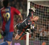 BARCELONA - AUG 22: Goalkeeper Oliver Kahn during a friendly match between Bayern Munich and FC Barc