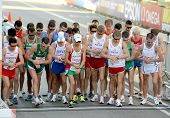 BARCELONA, España - 27 de julio: Competidores al comienzo de los hombres 20km caminata Final de la XX Ath europeo