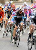 BARCELONA - 27 de marzo: Ciclista de Garmin Cervelo americano Tom Danielson se monta con el paquete durante el