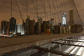 Blick auf Lower Manhattan nach Stromausfall von Brooklyn Bridge.