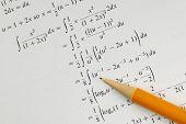 Resolver um conceitos de problema de matemática do Colégio de educação