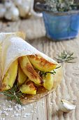 Roast potatoes with rosemary and garlic