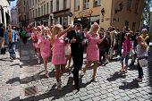 Vaya rubia desfile en Riga