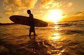 Silhueta de surfista