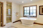 Large Bathroom with Tub