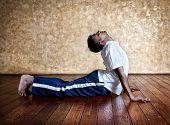 Yoga Pose de Cobra Bhudjangasana
