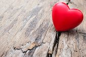 foto of love hurts  - Red heart in crack of wooden plank - JPG