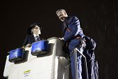 Mayor De Blasio gets help climbing