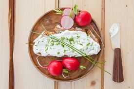 image of fresh slice bread  - Slice of rye bread with cream cheese with fresh cloves - JPG