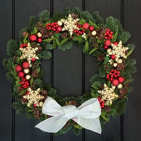picture of greenery  - Christmas wreath with gold snowflake and red bauble decorations - JPG