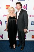 LOS ANGELES - APR 10: Tori Spelling (L) and Dean McDermott (R) arrive at the 22nd annual GLAAD Media