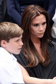 LOS ANGELES - MAY 23:  Brooklyn Beckham, Victoria Beckham at the Simon Fuller Hollywood Walk Of Fame