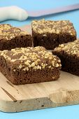 Brownies de chocolate com bolacha amendoim na parte superior