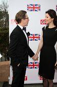 LOS ANGELES - 24 de FEB: Gary Oldman llega a la gran acogida de la película británica en el cónsul británico