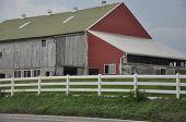 foto of dairy barn  - Amish Barn in Lancaster - JPG