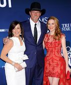 LOS ANGELES - APR 29:  Patricia Heaton, Trace Adkins & Sarah Drew arrives to the