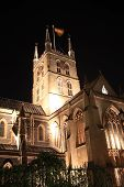 foto of london night  - Southwark Cathedral at night which stands at the south end of London Bridge - JPG