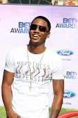 LOS ANGELES - 26 de JUN: Trey Songz, chegando no dia 11 que anual BET Awards no Shrine Auditorium em junho