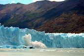 Glacier Moreno Calving A