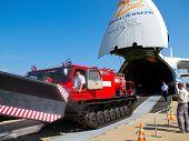 An-124-100 Volga-dnepr Unloading