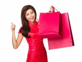 Chinese woman hold with shopping bag and thumb up