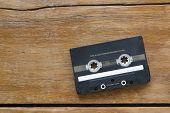 Cassete áudio em madeira