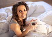 Mit einer Tasse Kaffee auf den Morgen richtig beginnen