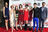 LOS ANGELES - 17 de fev: Lesli Kay e elenco de Runaways 3º anual Streamy Awards no Hollywo
