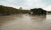 Rome, Tevere swollen river | Roma,Tevere fiume gonfio