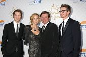 LOS ANGELES - OCT 13:  Janet Jones Gretzky, Wayne Gretzky, sons at the 10th Alfred Mann Foundation G