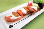 Smoked salmon on  pastry crust