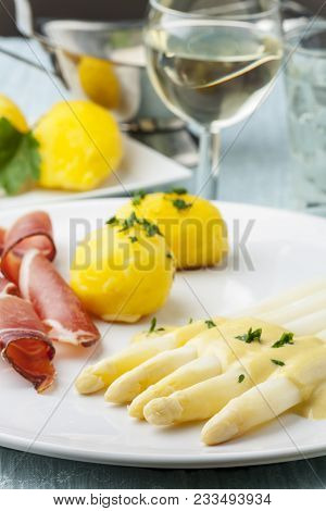White Asparagus With Ham On