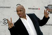 CULVER CITY, CA - SEPT. 10: Mike Tyson llega en el Comedy Central asado de Charlie Sheen en Sony