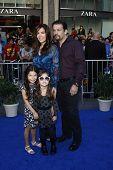 LOS ANGELES - 23 de JAN: Maria Canals Barrera y familia en el estreno de 'Gnomeo & Juliet' en enero