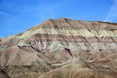 Formación de roca colorido en ruta a la ciudad de Tuba de Parque Nacional del gran cañón, Arizona, EEUU