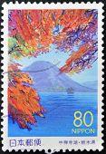 Eine Briefmarke, die in Japan gedruckt zeigt Nantai Vulkan Honshu