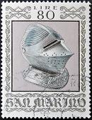 selo imprimido em San Marino dedicado para armas antigas do Museu Cesta mostra capacete Sallet