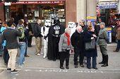 Darth Vader en Stormtroopers uit en ongeveer In zich Trafalgar Square gebied 14 maart 2013
