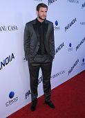 LOS ANGELES - AUG 08:  Liam Hemsworth arrives to