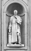 foto of niche  - Statue of Niccolo Machiavelli in the niches of the Uffizi Gallery colonnade Florence - JPG
