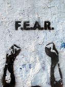 Mãos de medo do estêncil de grafitti