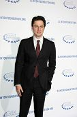 .LOS ANGELES - OCT 14: Zach Braff Haupthindernisse für die Clinton Foundation