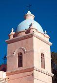 Torre de una iglesia rural