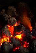 Fogo de carvão brilhando