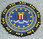 FBI embleem op gevallen officieren memorial in Brooklyn, NY