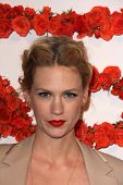 LOS ANGELES - APR 10: January Jones kommt bei der Trainers 3rd Annual Abend-Cocktails and Shop