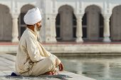 foto of sikh  - Sikh in a obliteration prayer In the lotus position - JPG