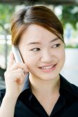 Asian Business-Frau mit Telefon